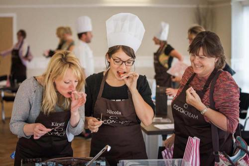 Chocolate Making Event at Lane End 1000x667